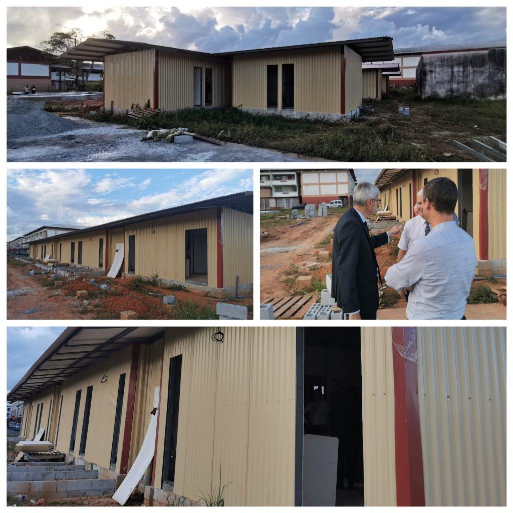 Préfet de la région Guyane Visite du chantier des nouveaux hébergements d'urgence. Ouverture étagée prévue à partir de la fin du mois pour 75 places gérées par la Croix Rouge pour des demandeurs d'asile.